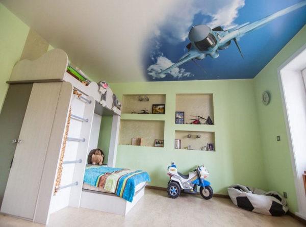 Натяжной потолок в детской комнате с фотопечатью