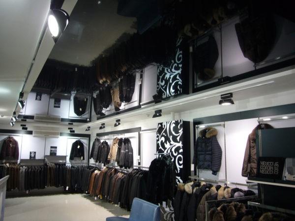 Натяжной потолок в магазине